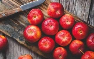 Почему яблоня сбрасывает яблоки